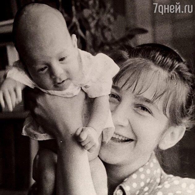 Валерия Киселева с сыном Иваном Ургантом