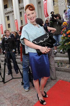 Амалия Мордвинова в элегантном костюме на церемонии вручения премий «Серебряная калоша» в 2009 году
