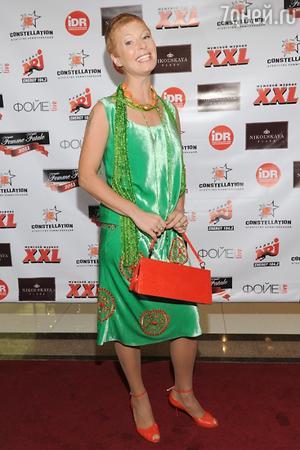 Амалия Мордвинова в бархатном наряде на церемонии вручения премии «Роковая женщина» в 2011 году