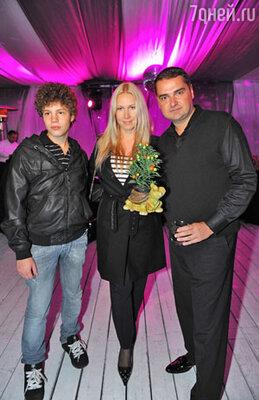 Артем Сорокин и Екатерина Одинцова с сыном