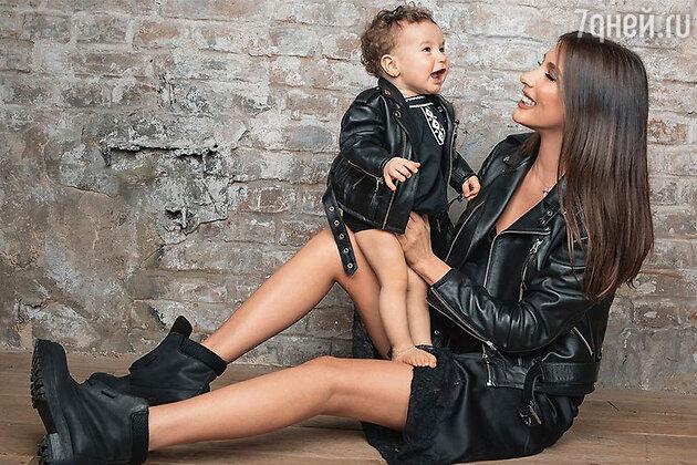 Кети Топурия и её маленькая дочка Оливия в совершенно одинаковых куртках из кожи