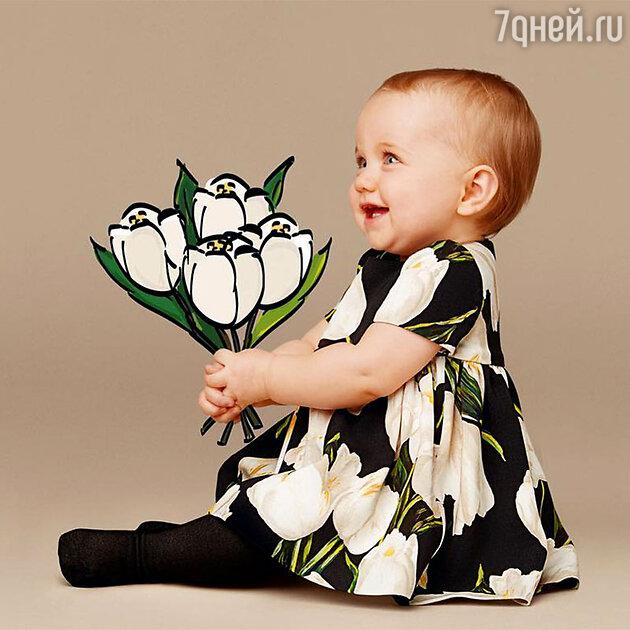 Платье с таким принтом в коллекции Dolce&Gabbana есть и для грудных детей, и для их мам