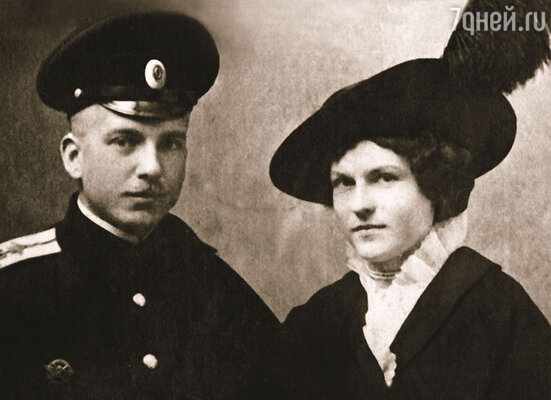 Офицер, женившийся до 28 лет, должен внести в полковую кассу 5 тысяч рублей. Наденьку свою Нестеров любил до одури, но таких денег у него не было