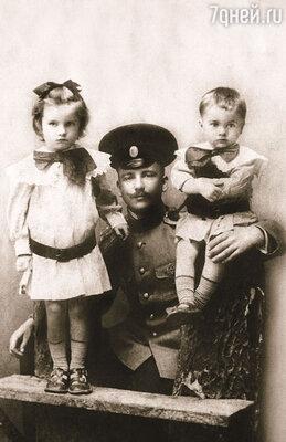 После службы Нестеров спешил домой к детям, Маргарите и Петру