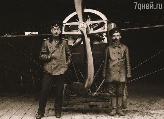 Петр Нестеров и его механик после перелета Киев—Гатчина, 1914 год