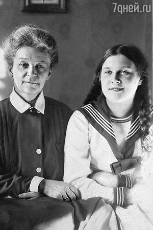 Любовь Орлова с матерью