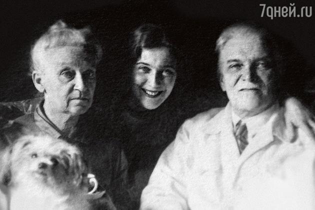 Любовь Орлова с родителями