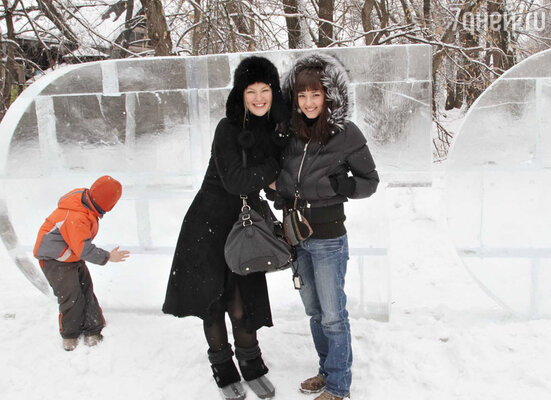 Актриса сериала «Дневник доктора Зайцевой» Яна Крайнова с подругой актрисой сериала «Детка» Валентиной Лукащук