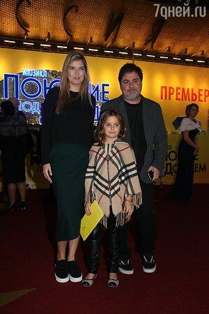Александр Цекало с женой Викторией Галушко и дочкой Александрой