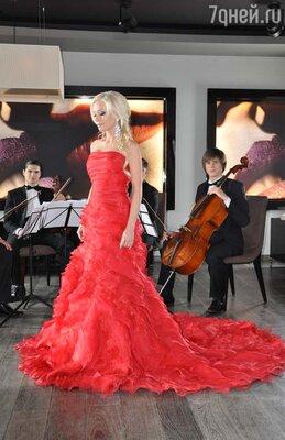 Елена Корикова в клипе Андрея Ковалева «Моя женщина», 2012 год