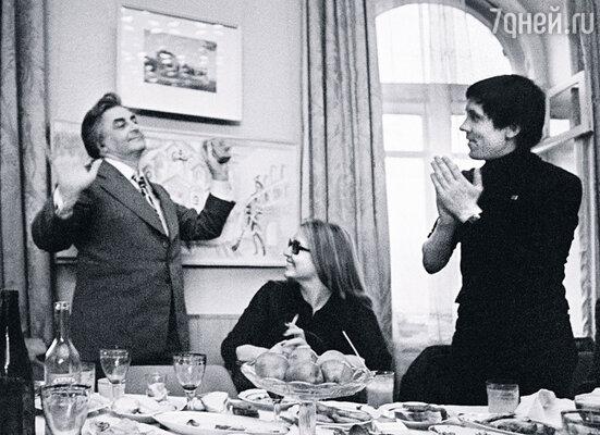 Когда Любимов был женат на Целиковской, он вел себя демократично, часто приглашал актеров домой