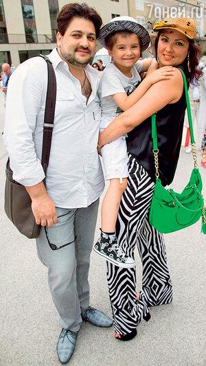 Юсиф, Анна и ее сын Тьяго вЗальцбурге. 2014 г.