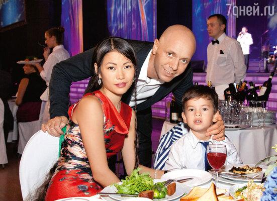 Сын Кобзона Андрей с женой Настей и сыном Мишей