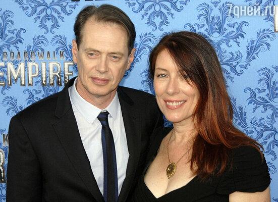 Единственный человек, с которым у Стива никогда не возникало проблем, была его первая и единственная жена Джо...