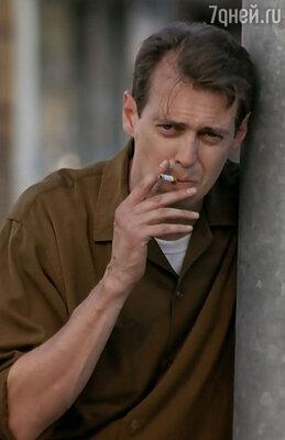 «Ты заметный. Когда ты выйдешь на сцену или появишься в кино, обещаю: тебя никто не сможет забыть», — говорил Стиву доктор. Кадр из фильма «Истина в вине», 1996 г.