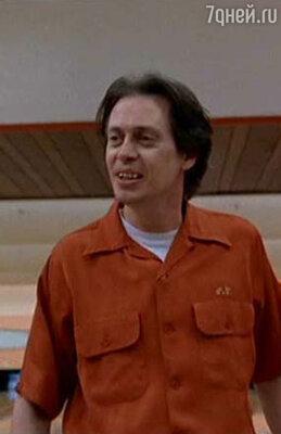 Стиву обычно предлагали роли исключительно ублюдков, киллеров и маньяков, умирающих через десять минут после начала фильма. Кадр из фильма «Большой Лебовски», 1998 г.