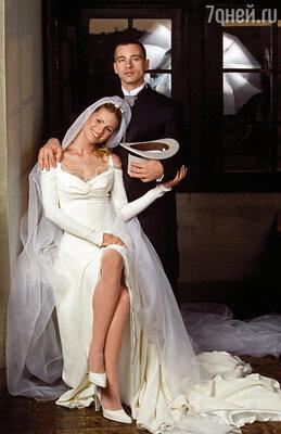 Несколько лет спустя Рамазотти придется рассказывать своему психотерапевту, как Мишель фактически довела его до психоза. Эрос с первой женой Мишель, 24 апреля 1998 г
