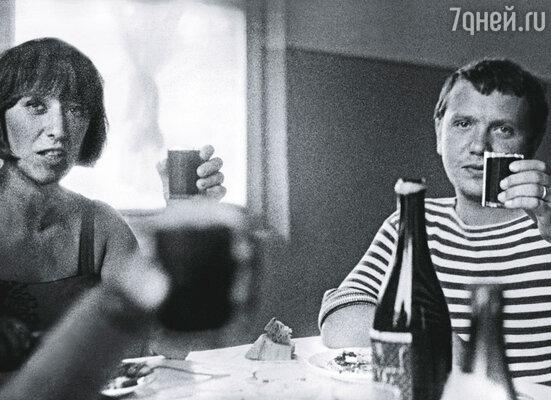Сережа Соловьев (на фото) долго не решался открыться Кате, за друга предложение ей сделал Эдик Володарский