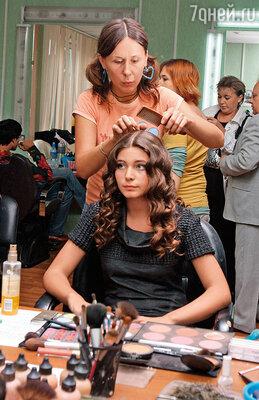 Наша внучка, Маша Козакова, тоже актриса. Она с успехом снимается в кино, недавно сыграла в сериале «Дурная кровь»