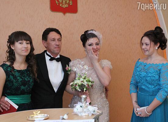 Как же обрадовались ее друзья, когда узнали, что Наталья встретила мужчину своей мечты и выходит замуж