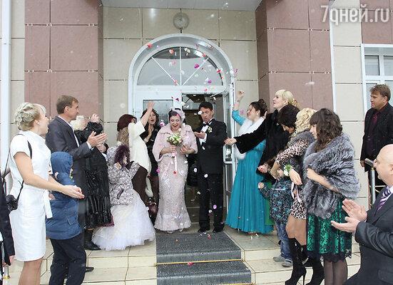 Свадьбу отпраздновали в родных краях Игоря, в Ставропольском крае. Все, как полагается — с родственниками и близкими друзьями. Душевно, тепло, весело!