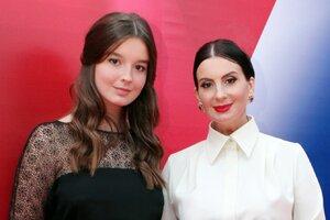 ВИДЕО: дочка Екатерины Стриженовой «наступает маме на пятки»