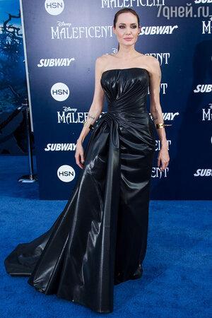 Анджелина Джоли. Платье Atelier Versace