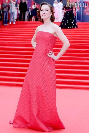 Дарья Мороз в платье Светланы Тегин