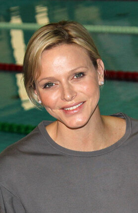 Шарлин Уиттсток — чемпионка ЮАР по плаванию, троекратная обладательница золота на Кубке мира
