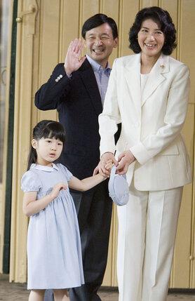 Принц и принцесса Японии с дочерью Айко