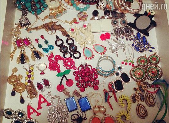 Водонаева похвасталась коллекцией украшений