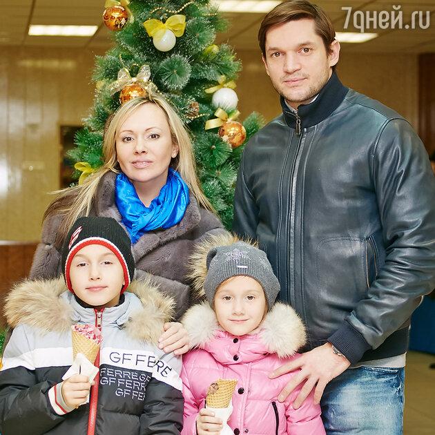 Мария Бутырская, Вадимом Хомицким с  детьми Владиславом и Александрой