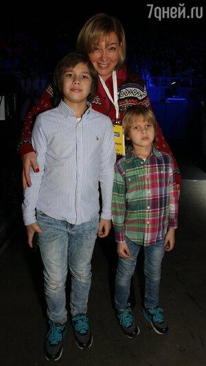 Арина Шарапова с внуками Никитой и Степаном