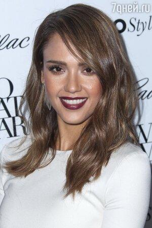 Джессика Альба на церемонии Cadillac's 50 Most Fashionable Women Of 2013