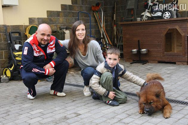 Сергей и Анастасия Трофимовы с сыном Ваней
