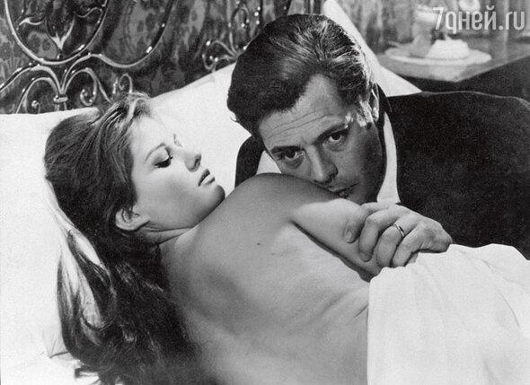 С Марчелло Мастроянни в фильме «Красавчик Антонио» (1960 г.)...