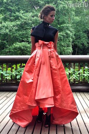 Ника Белоцерковская в юбке от Christian Dior
