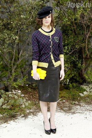 Хейли Стайнфилд с клатчем Chanel Lego