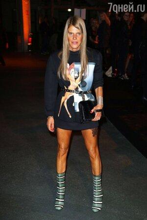 Анна Делло Руссо в свитшоте Givenchy Bambi