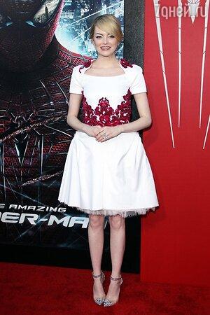 Эмма Стоун в туфлях Christian Louboutin «Bis Un Bout» на премьере фильма «Новый Человек-паук»