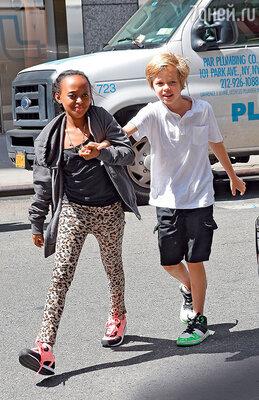 Дочери Захара иШайло любят вместе заниматься шопингом. В Нью-Йорке, 2014 г.