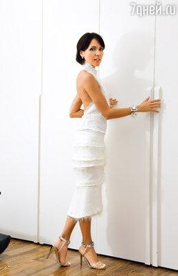 Белое платье Настя купила для поднятия настроения, когда шла от стоматолога