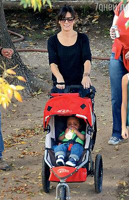 Сандра Буллок и ее сын Луи