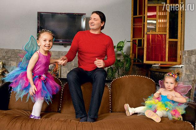 Эдгард Запашный c дочерьми Стефанией и Глорией