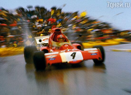 Ники больше всего на свете обожал скорость и машины. Этим страстям он и посвятил свою жизнь