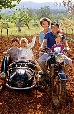 Когда-то у Лауды были дом на Ибице, большой сад, жена Марлене и трое прекрасных сыновей. И ему казалось, что это навсегда, 1984 г.