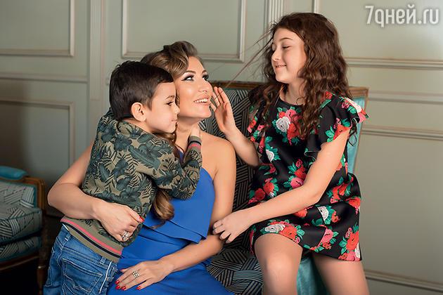 Жанна Левина-Мартиросян с детьми