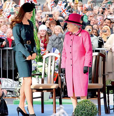 Кэтрин, герцогиня Кембриджская, графиня Стратерн, баронесса Каррикфергюс и царствующая королева Великобритании Елизавета II