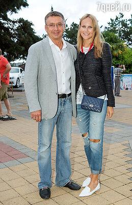 Антон Табаков с супругой Анжеликой