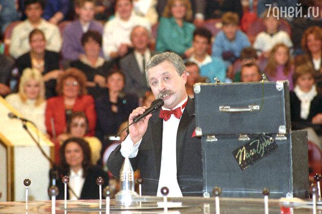 Работа в качестве ведущего капитал-шоу «Поле чудес» принесла Леониду Якубовичу поистине народную славу